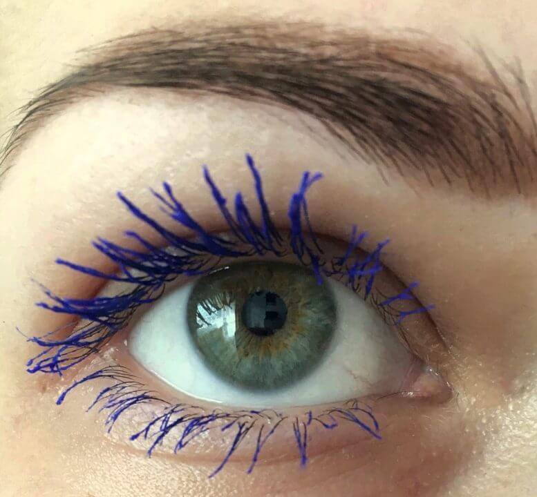 mascara albastra