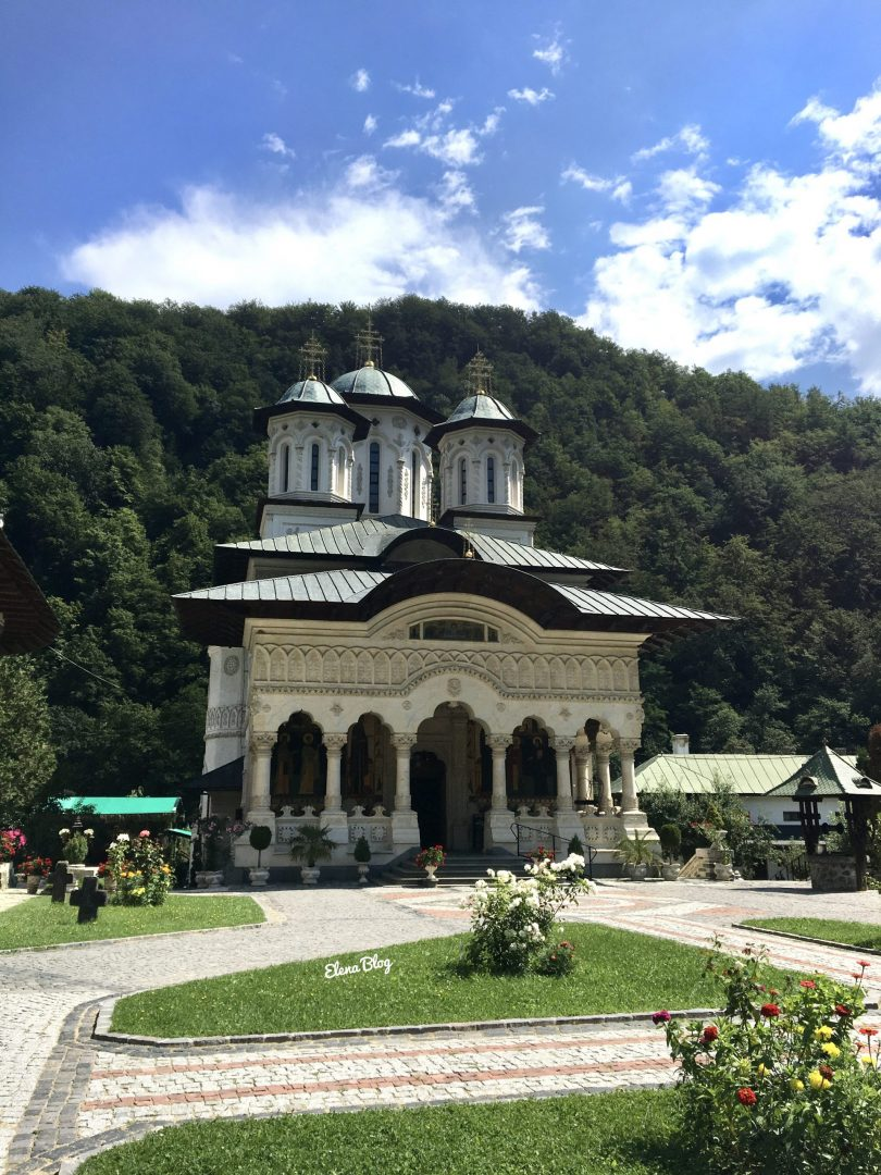 Lainici - mănăstirea dintre munți